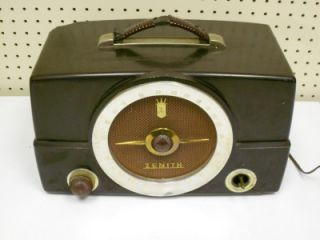 Vintage Zenith Long Distant Am FM Tube Radio Model H725 Bakelite Case