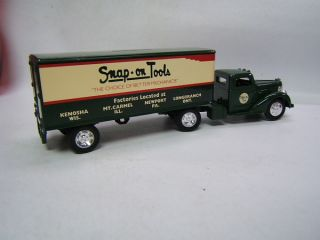 Ertl Snap on Tools 1 43 1948 Diamond T Tractor Trailer