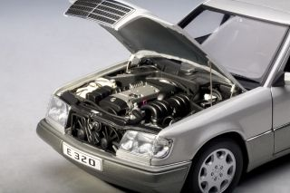 Autoart Mercedes Benz E320 Limosine 1995 Silver 1 18