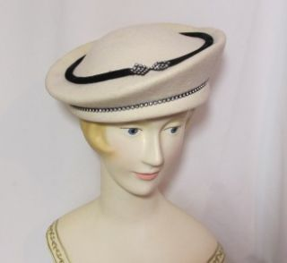 Vintage Winter White Georgi Beret Michael Howard Wool Felt Hat with