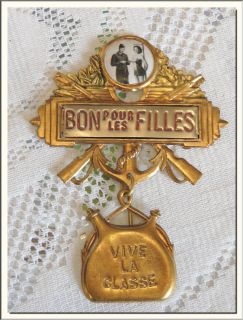WWII FRENCH ARMY MILITARY SERVICE PIN FOR SOLDIERS  VISIT MY STORE