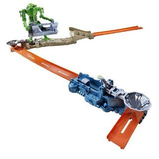 Hot Wheels Trick Tracks Playset Robot Android Attack, R1679