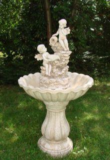 Schöner Engel Brüder Brunnen Springbrunnen Wasserspiel