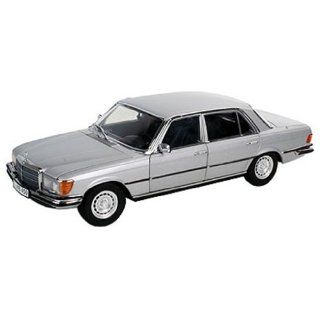 Revell 08955   Mercedes Benz 450 SEL 6.9 im Maßstab 1:18