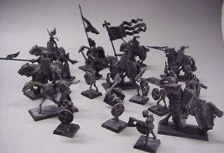 21 schwarze Ritter Figuren Bretonnian Knights of Warhammer ???