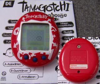 Bandai Tamagotchi Connexion Connection V2   2005 erschienen   red