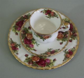 Royal Albert Old Country Roses 3 tlg. Kaffeegedeck / Mokkagedeck