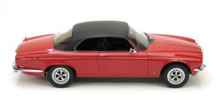 Daimler Double Six Coupé Red/Black (Neo Scale 118 / 18087)