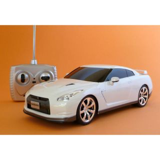Remote Control 118 scale White Nissan Skyline GTR