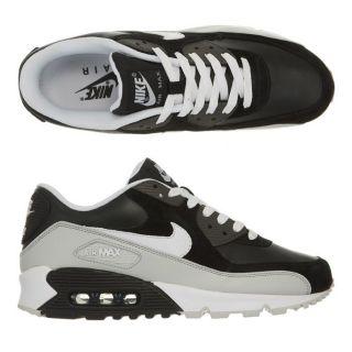 Modèle Air Max 90. Coloris  noir, blanc et gris clair. Baskets NIKE