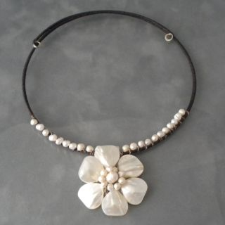 Floral Pride Pendant White Mother of Pearl Choker (Thailand