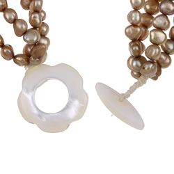 Hand carved Shell Cameo and Pearl Bracelet (4 6 mm)