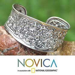 Sterling Silver Wild Daisies Cuff Bracelet (Thailand)