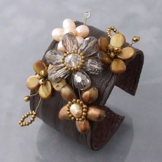 Brown Mother of Pearl and Pearl Floral Cuff Bracelet (7 8mm)(Thailand